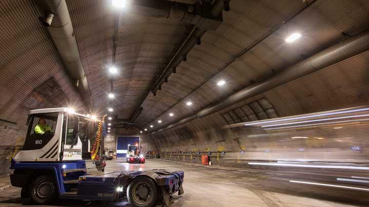 Belysning Göteborg : Styrbart ljus för höga tak philips lighting